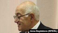 Юрий Костанов
