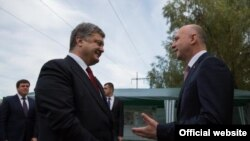 Președintele Petro Poroșenko și premierul Pavel Filip la trecerea de frontieră Palanca-Maiaki-Udobnoe în iulie 2016