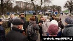 9 сакавіка жыхары гомельскага мікрараёну Сяльмашаўскі выйшлі на стыхійны сход супраць пабудовы рэстарану на месцы яблыневага саду