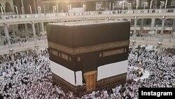 Паломники со всего мира во время совершения хаджа в Мекке.