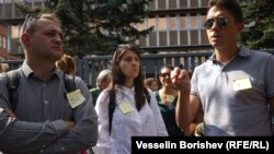 Журналисти, протестиращи пред БНР в четвъртък.