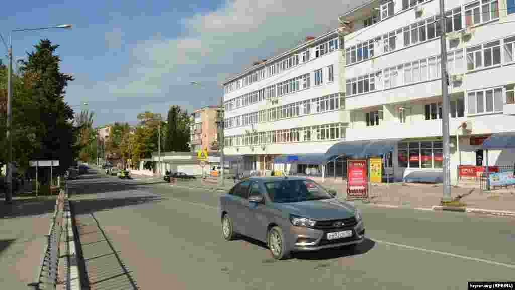 Улицу Богданова жители Северной стороны иногда называют Малая Морская, до появления массива Радиогорка в 1980-х годах, это была самая большая улица в микрорайоне