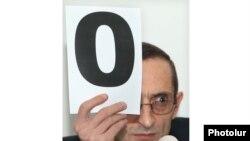 Հայաստան -- Հեռուստատեսության եւ ռադիոյի ազգային հանձնաժողովի նախագահ Գրիգոր Ամալյանը գնահատում է «Ա1+»-ի հայտը, Երեւան, 16-ը դեկտեմբերի, 2010թ.