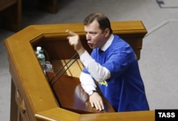 Radical Party leader Oleh Lyashko addresses parliament in August 2014.