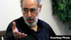 آقای قدیانی میگوید «دولت فرمانبر و مطیع» روحانی، برای تأمین هزینه جاهطلبیهای خامنهای، دیواری کوتاهتر از دیوار مردم نیافته است.