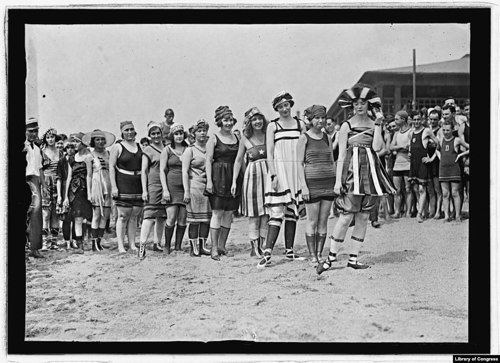День на пляже летом 1919 года. Место съемки неизвестно.