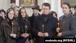 Вінцук Вячорка з дачкамі Ружанай, Радаславай і сынам Францішкам.