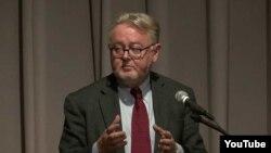 ویلیام شاباس، استاد حقوق بین الملل
