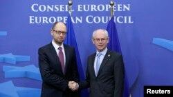 Премьер-министр Украины Арсений Яценюк и председатель Совета ЕС Херман ван Ромпей