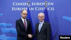 Բելգիա -- Ուկաինայի վարչապետ Արսենի Յացենյուկ (ձ) և Եվրոպական Խորհրդի նախագահ Հերման Վան Ռոմպույ, արխիվ