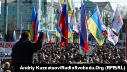 Pro-Russian demonstrators rally in the eastern Ukrainian city of Luhansk on March 1.