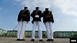 Согласно кулуарной информации, круг возможных кандидатур сузился до трех человек: военное ведомство может возглавить представитель дипломатического корпуса