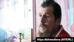 Георгий Карапетьянц, настоятель Свято-Абалацкого храма. Поселок Карабулак, Алматинская область, 20 декабря 2011 года.