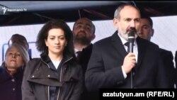 И. о. премьер-министра Армении, лидер блока «Мой шаг» Никол Пашинян в Аштараке, 4 декабря 2018 г.