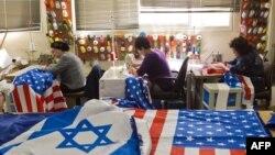 تهیه پرچمهای آمریکا و اسرائیل برای سفر اوباما
