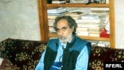 Elçibəy Kələkidə iş otağında, 1996-cı ilin yayı
