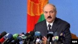Последний раз Александр Лукашенко появлялся на экранах официальных белорусских телеканалов неделю назад