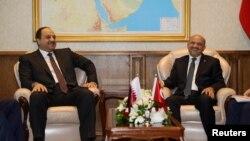 Катардын коргоо министри Халид бин Мохаммад ал-Аттия (солдо) менен анын түркиялык кесиптеши Фикри Ышык, Анкара, 30-июнь.