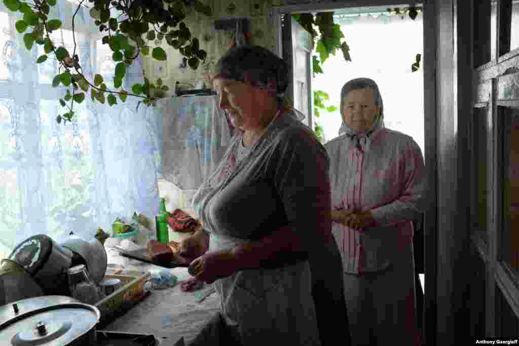 "Molokan women prepare a traditional Sunday lunch. Members of the sect follow Old Testament dietary laws, refusing to eat pork, shellfish, or other ""unclean"" foods."