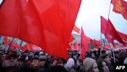В России слишком сильна память о тех временах, когда 7 ноября был главным советским праздником
