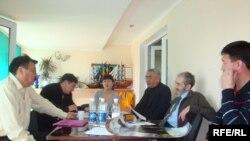 Атыраулық бейүкіметтік ұйымдар «Азаматтық құрылтай» құрды. Атырау, 21 сәуір 2009 ж.