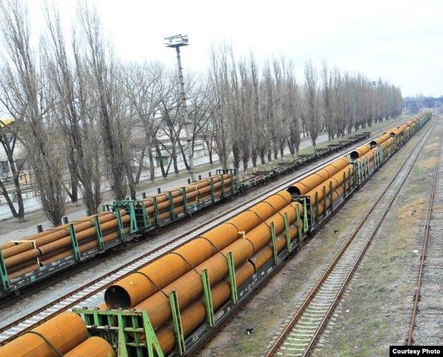 Ржавеющие трубы «Харцызского трубного завода» (фото автора)