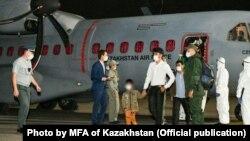 Рейс из Кабула, доставивший в Алматы казахов из Афганистана. 9 сентября 2021 года.
