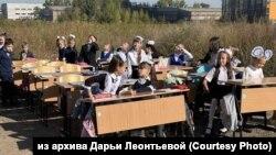 """Флешмоб красноярских родителей """"Школа, которой нет"""""""
