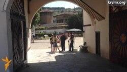 Вход во двор Ханского дворца с июля стал платным