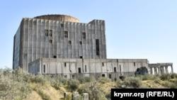 Недостроенное здание АЭС в Щелкино
