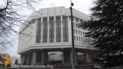 Озброєні особи захопили будівлі влади Криму