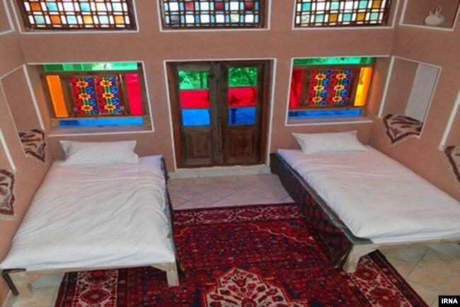 حدود سیصد هزار خانهٔ مسافرپذیر مردمی در سراسر ایران وجود دارد