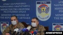 Заместитель командующего Армией обороны Армении Артур Саргсян (справа) на пресс-концеренции, 2 октября 2020 г.