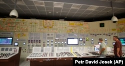 Employees work at the training control center of the Dukovany nuclear power plant. (file photo)