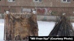 Шалаш во дворе в Улан-Удэ.