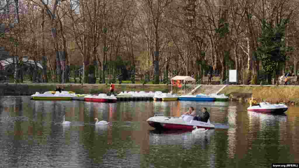 Park tıynağı Gagarin parkınıñ merkeziy obyekti sayıla