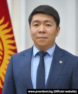 Кыргызстан. Эрбол Султанбаев. Президенттин басма сөз катчысы.