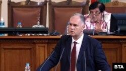 Според Георги Кадиев единственият проблем пред съставянето на кабинет без ГЕРБ и ДПС е егото на политиците