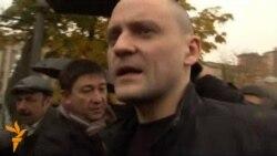 Оппозиционный активист Сергей Удальцов направляется на допрос в Следственный комитет