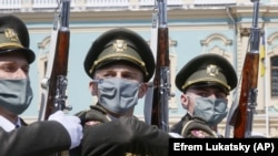 حکومت اکراین اعلام کرده که با افزایش موارد مثبت ویروس کرونا، مرزهایش را بهروی رفتوآمد خارجیها از فردا میبندد.