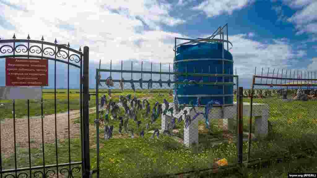 На сельском кладбище