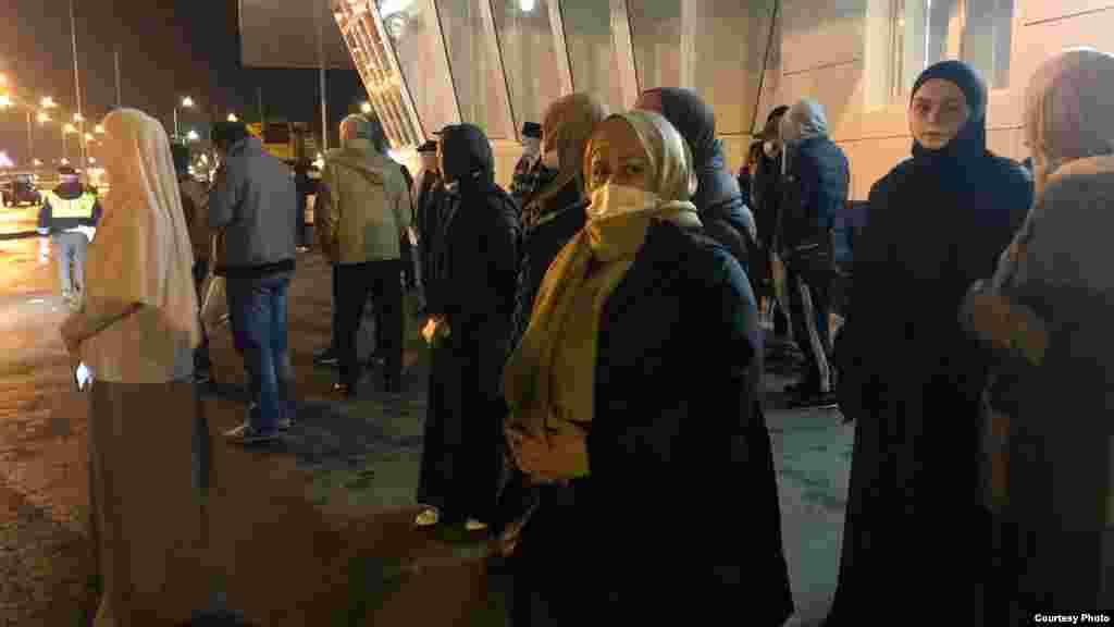 2 ноябрякрымские активисты выехали в Ростов-на-Дону, чтобы выразить солидарность с семьями политзаключенных. Утром 3 ноября в Южном окружном военном суде должны были вынести приговор фигурантам красногвардейской группы«дела Хизб ут-Тахрир»