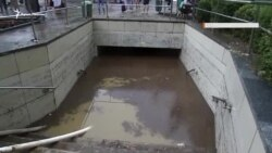 В Ялте из-за сильного ливня затопило подземный переход (видео)