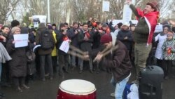 Kyrgyz Protesters Demand Corruption Probe, Call For Press Freedom