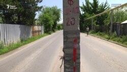 Столбы посреди ничейной дороги