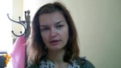 Аксана Пачобут пасьля сустрэчы з мужам у турме