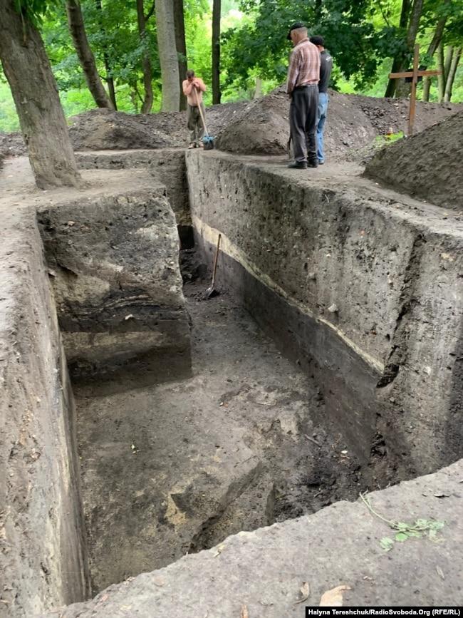 Розкопки на місці старої церкви