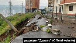 Обрушение склона у дома в Красноярске
