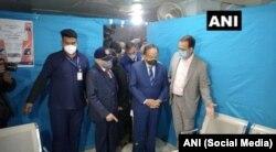 Индиянын саламаттык сактоо министри Харш Вардхан COVID-19 илдетине каршы эмдөөнүн машыгуулары маалында Делидеги Гуру Тег Бахадур (GTB) ооруканасын кезди. 02.1.2021.