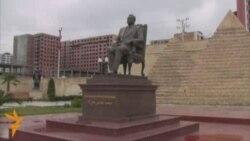 Azerbaijan Removes Mubarak Statue